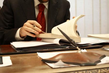 Получение статуса адвоката в Узбекистане что нужно чтобы стать  Второе требование Не менее двух лет стажа работы по юридической специальности в том числе с прохождением стажировки в адвокатуре