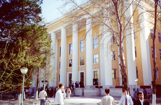Завкафедрой сибади заработал 700 тысяч на дипломах